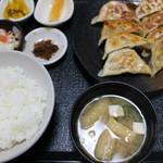 81450226 - 餃子定食