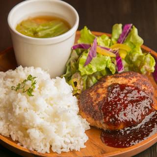 ランチも営業中♪豚汁、サラダ付でALL850円