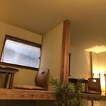 浅草花月堂 - 内観。押入れみたいな席でした。
