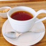 81453100 - ドリンクは紅茶にしました。