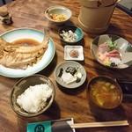 たくみ割烹店 - 料理写真:たくみ定食   豆腐あんかけ  コーヒー ついて2160円 一人でも おひつに ご飯        なんか うれしい(*^ー^)ノ♪