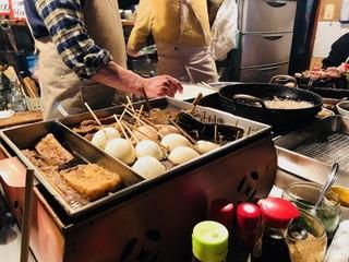 三河屋 - 昔ながらの調理ライブだ!