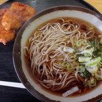 ランチハウス - かけそば(300円)+鶏唐揚げ(160円)