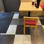 81462104 - (内観)2名テーブル席