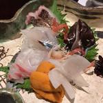 81465079 - 造り盛り(太刀魚、鳥貝、うに、鯛、さより)