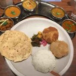 タマリンド - ミールスランチ(南インド風海老、南インド風野菜、チキンペッパーフライ)