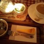 81468479 - 黒ごまジェラート&チーズケーキ&カフェオレ