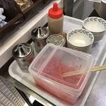きざん亭 - カウンター横には薬味が用意される