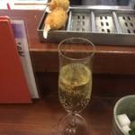 串かつ料理 活 - スパークリングワインと、かに爪、蛤の大葉巻き