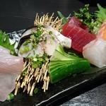 81469123 - 鮮魚のお造り五種盛り