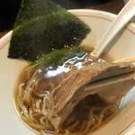 麺処 ほんだ - 醤油らーめん(700円)チャーシューリフト