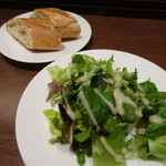 La Soeul AUX BACCHANALES - Aランチ(980円)のサラダとバケット