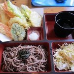 松屋 - 注文した天ざるセット600円です、蕎麦や天ぷらがお弁当形式になってワンプレートになってます。