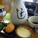 そば処 桂. - つゆ、薬味、とろろ、卵