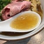 中華そば 四つ葉 - 濃密な煮干しスープ