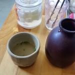 欧風ライスカレーKen's - 鶏スープ。徳利とお猪口で供されます。