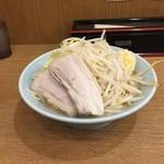郎郎郎 - 中盛700円+野菜ニンニク多め