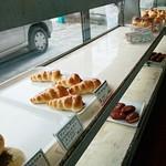 パンと洋菓子 カワシマ - ショーケース