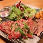 肉の寿司×焼鳥 okitaya - 牛クラシタ一枚と炙りウニ(1280円)