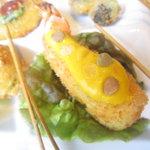 PINK - えびのピンフリットとレモンマスタードレンズ豆のディップ
