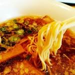鷺原 - 背脂ラーメンの麺は冨士麺さん