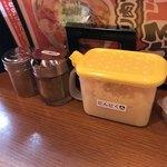 辛口炙り肉ソバ ひるドラ - 痺れの山椒、ニンニクは卓上に置くようになりました