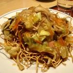 中華料理 泰洲園 - 料理写真:【焼そば(690円)】太めの揚げ麺を使用しています。