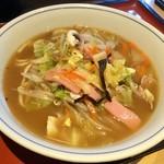 中華料理 泰洲園 - 【ラーメン(600円)】鶏ベースの醤油味で、見た目よりかなりあっさりしてました。