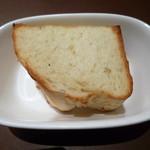 銀座イタリアン Fabi's  - お代わり自由パン