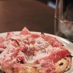 ピッツエリア ファッブリカ1090 - 料理写真:生ハムとルッコラのピザ
