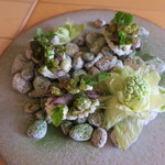 ナイン ストーリーズ - ホタルイカのマリネとペースト 蕗の薹のフリット 米粉のチュイル乗せ2