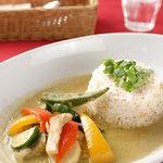 縁縁 enyen - 開店当時から人気の季節の野菜のグリーンカレー