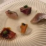 81503780 - 前菜5種 右下から小鯛のマリネ、剣先イカフェッティーネ、金目鯛アロスティーレ、右上から鰹のアッフミカータ、目鯛のアロスティーレ♤どれも一口美味しい(^^)♡