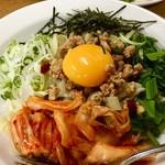 龍鳳園 - 料理写真:台湾まぜ刀削麺 (だおしゃんみぇん)