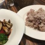 デルカフェ - 雑穀米ってカッコイイけど美味しくはないよね とっても健康的(*'ω'*)