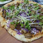 キッチン ビオ バンビーナ - 5種のお肉の贅沢ピッツァ