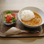 モスカフェ - 「采彩鶏のチキンカレー」です。