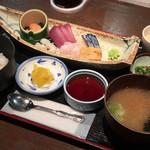 北前船 - 料理写真:お手軽お刺身定食 690円