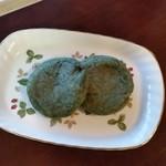 松屋 - よもぎ入り梅ヶ枝餅。たまには、よもぎ入りもいいですね。美味しいです。