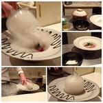 モトフサ アラキ - ◆こちらの名物「フォアグラ茶漬け」 ご飯は土鍋で炊かれる拘りもいいですね。 ご飯の上にソテーした「フォアグラ」と「宮崎牛」をのせ、瞬間スモークされます。
