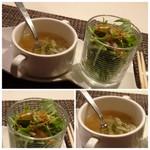 モトフサ アラキ - ◆スープとサラダ。 「白菜スープ」はコンソメ味で好み。 「サラダ」は水菜が多い印象で、ドレッシングが良い味わい。