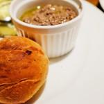 オールドクロウ - 鶏レバーペーストと焼きたてパン