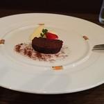 マルベリー - ラムレーズンチョコのケーキ
