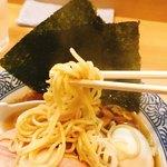中華そば多賀野 - 中太ストレート麺