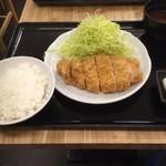 81526765 - ロースとんかつ定食700円(税込)