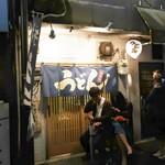 81529347 - お店は間口が狭くこじんまりとしていますが、なかなか味のある雰囲気です!