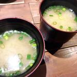 肉寿司 - しじみ味噌汁。