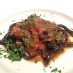 イゾラ スメラルダ - イカスミを練り込んだ自家製太打ち生パスタピィチ 辛味を効かせたイイダコのトマトラグーソース