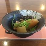 とんかつ 八千代西店 - 小鉢(軟骨と大根の煮物)