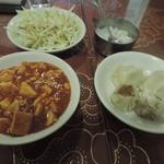 上海厨房 家楽 - おかずはセルフで取り放題